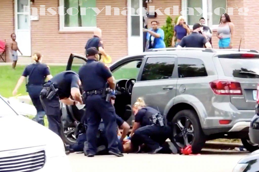 การสอบสวนเจ้าหน้าที่ วิสคอนซิน 5 คนที่ยิงเบลค บันทึกที่ออกใหม่แสดงให้เห็น Kenosha ผิวขาววิสคอนซินเจ้าหน้าที่ตำรวจที่ยิงชายผิวดำที่ด้านหลัง