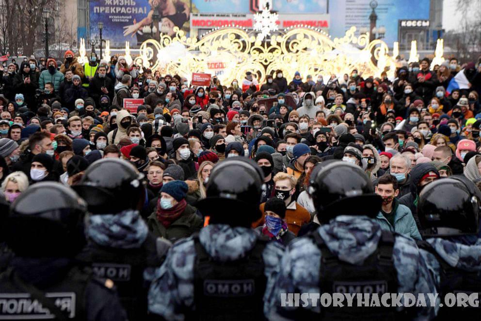 หลายหมื่นคนประท้วง ทั่วรัสเซียเพื่อสนับสนุนนาวาลนี ผู้คนหลายหมื่นคนได้เข้าร่วมการประท้วงในหลายสิบเมืองในรัสเซียโดยเรียกร้องให้ปล่อยตัวอเล็ก
