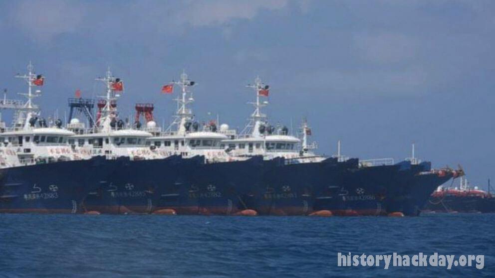 ฟิลิปปินส์ขอให้กองเรือ จีนออกจากแนวปะการัง เมื่อวันอาทิตย์ที่ผ่านมาหัวหน้าฝ่ายป้องกันของฟิลิปปินส์เรียกร้องให้เรือจีนมากกว่า 200 ลำ