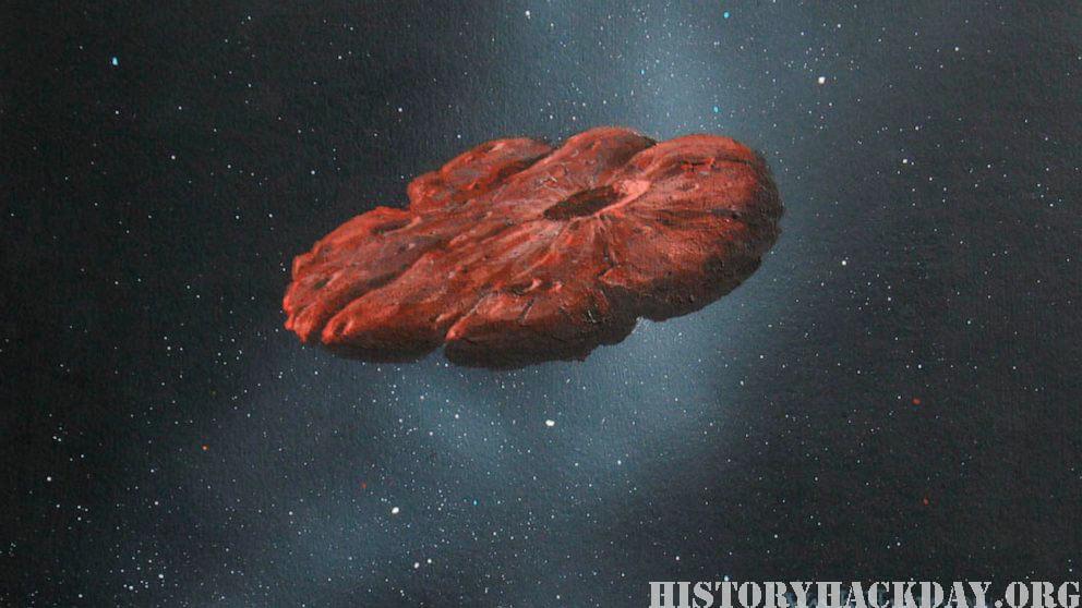 วัตถุระหว่างดวงดาว เป็นชิ้นส่วนดาวเคราะห์รูปคุกกี้ ผู้เยี่ยมชมดวงดาวที่เป็นที่รู้จักคนแรกในระบบสุริยะของเราไม่ใช่ดาวหางหรือดาวเคราะห์น้อย