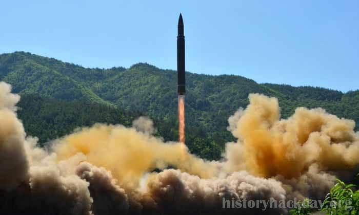 ญี่ปุ่นขยายมาตรการคว่ำบาตร เกาหลีเหนือของตัวเองออกไปอีก 2 ปี ญี่ปุ่นขยายการคว่ำบาตรของตัวเองกับเกาหลีเหนืออีกสองปีเป็นเปียงยางยังคงพัฒนาอาวุธ