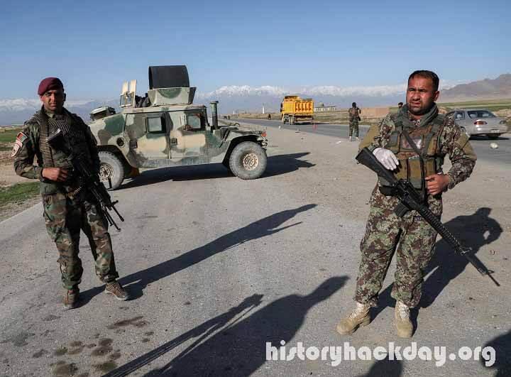 การโจมตีของกลุ่มตอลิบานทำให้เข้าควบคุมด่านชายแดน ที่สำคัญ เปิดแหล่งรายได้ใหม่ และเขย่าเพื่อนบ้านของอัฟกานิสถานจำนวนมาก กลุ่มตอลิบาน