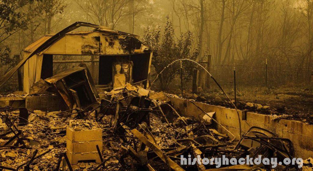 ไฟป่าที่ผิดพลาดในรัฐโอเรกอน ทำลายบ้านเรือนหลายสิบหลัง ขยายวงกว้าง นักผจญเพลิงตะกายกันในวันศุกร์เพื่อควบคุมไฟนรกที่โหมกระหน่ำในรัฐโอเรกอน